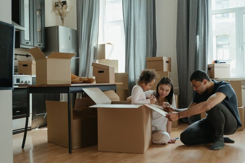 About Peel Out - Expatriate family settling into their new home.